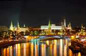 Russia, Moscow, night view of the Moskva River, Bridge and the Kremlin — Stock Photo