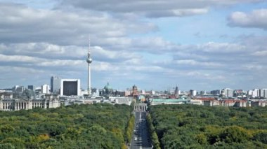 Day view of the central district of Berlin from an observation deck — Stock Video