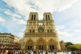 PARIS, FRANCE -SEPT.30: Notre-Dame, Paris, France, on September 30, 2012. Was under construction from 1163 to 1345. Cathedral height 35 m, length 130 m, width 48 m, height of belltowers 69 m — Zdjęcie stockowe