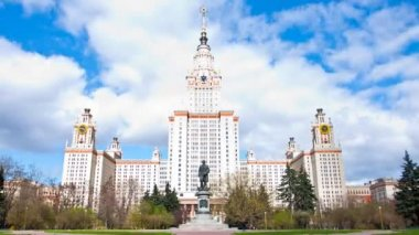 Moscow State University building in Moscow in sunny vechenny day, timelapse — Stock Video