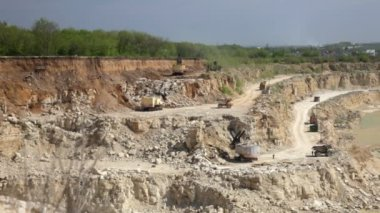 Production of a natural construction stone in an open pit. Working excavators. — Stock Video