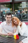 Glückliches junges paar in einem café — Stockfoto