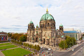 BERLIN, GERMANY - SEPTEMBER 23: Beautiful day view of Berlin Cathedral (Berliner Dom), September 23,2012, Berlin, Germany. Berlin cathedral the biggest Protestant church of Germany — Stock Photo