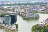 DUSSELDORF, GERMANY - SEPTEMBER 26: Modern architecture, September 26, 2012, Dusseldorf, Germany. In 20 cities and 14 areas in the territory almost in 10000 km ? lives about 11 million (2005). — Stock Photo