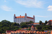 Medieval castle on the hill against the sky, Bratislava, Slovakia — ストック写真