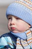 Portret chłopca jesienne kurtki i czapki — Zdjęcie stockowe