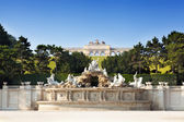 Gloriette structure and Neptune fountain in Schonbrunn Palace — Stock Photo