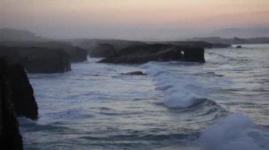 Storming waves on Playa de las Catedrales, Spain — Stock Video