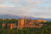 View of Spain's main tourist attraction: ancient arabic fortress of Alhambra, Granada, Spain — Stock Photo
