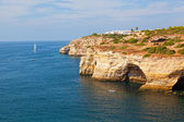 Strand van Praia de benagil op de Atlantische kust, algarve, portugal — Stockfoto