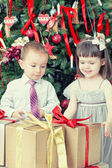 Children and boxes with gifts — Foto de Stock