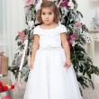 Girl with Christmas tree — Stockfoto