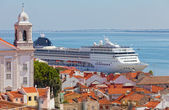 Big tourist ship to stand in the port of Lisbon, Portugal — Stock Photo