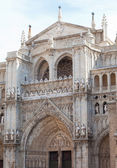 Entrance in cathedral, de Toledo structured in gothic sytle in Toledo, Spain — Stock Photo