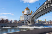 Cathedral of Christ the Saviour and Patriarshy Bridge in Moscow — Stockfoto