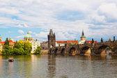Prague, view of Karlov Bridge and tourists going on it — Stockfoto