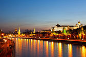 Night view of the Moskva River, Bridge and the Kremlin — Foto de Stock