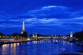 Eiffel tower at night — Stockfoto