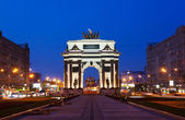 Triumphal arch at night in Moscow — Stock Photo