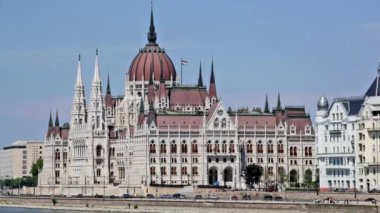 Building of the Hungarian parliament — Stock Video