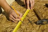 Worker Measuring Plywood — Stockfoto