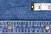 测量上牛仔布的磁带 — 图库照片