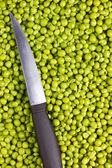 Knife and Peas — Stock Photo