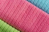 3 つの着色されたテリー織りのタオル — ストック写真