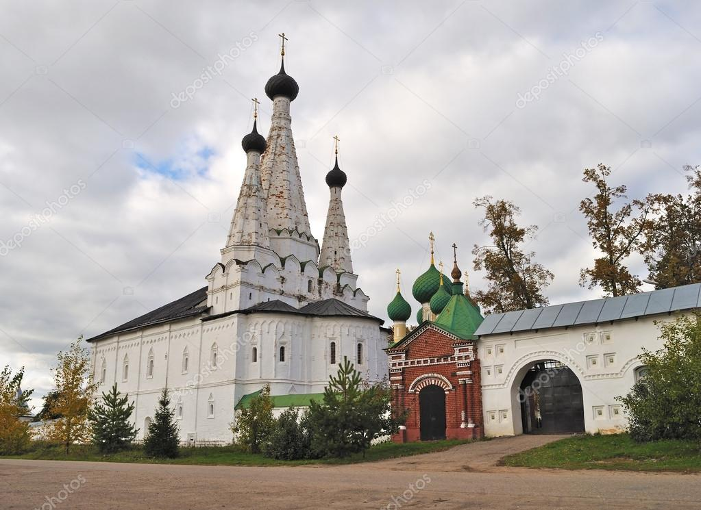 Ancient female Alexius monastery in Uglich, Russia — Stock Photo #12456172