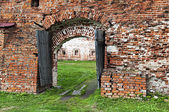 Eski rus manastır olarak eski ahşap kapı — Stok fotoğraf