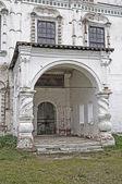 Eski kilisenin taş sundurma — Stok fotoğraf