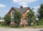 Casa bella di mattoni rossi — Foto Stock