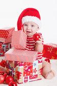 婴儿礼物在圣诞节的夜晚 — 图库照片