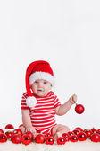 Schattig kind in santa cap met stapels van huidige vakken rond — Stockfoto