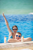 Young family on vacation in the tropics, the sea, pool, blue water — Foto Stock