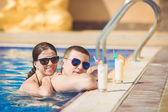 Young family on vacation in the tropics, the sea, pool, blue water — Стоковое фото