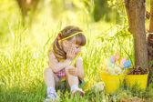 Bambina con polli — Foto Stock