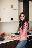 Young Woman Cooking. Healthy Food - Vegetable Salad. Diet. Dieting Concept. Healthy Lifestyle. Cooking At Home. Prepare Food — 图库照片