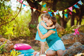 Mother and daughter playing outdoors in summer — Stock Photo