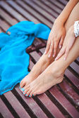 Beautiful female legs on the beach — Stock Photo