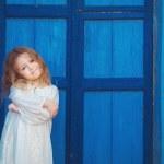 很可爱的小公主户外在城市街道 — 图库照片 #39540517