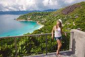 Portret van een vrouw in een tropisch resort — Stockfoto