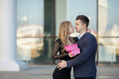 Beautiful young couple,in a big city — Stock Photo