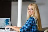Smiling pretty business woman with a laptop. — Stock Photo