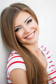 Face of a pretty young brunette woman in summer. Close up portrait — Stockfoto