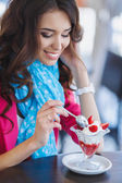 Young woman, dessert ice cream with strawberries — Stock Photo