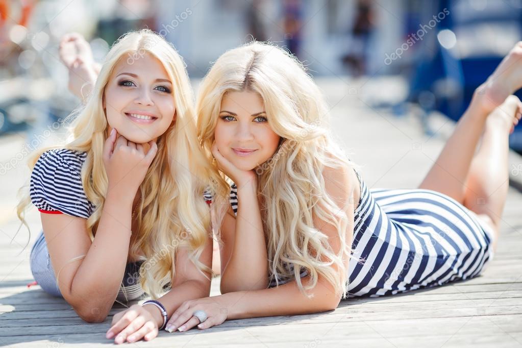 Фото 2 блондинки 6 фотография
