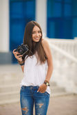 Girl photographer with professional SLR camera — Stock Photo