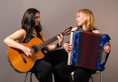 Guitar and accordion performers — Stock Photo