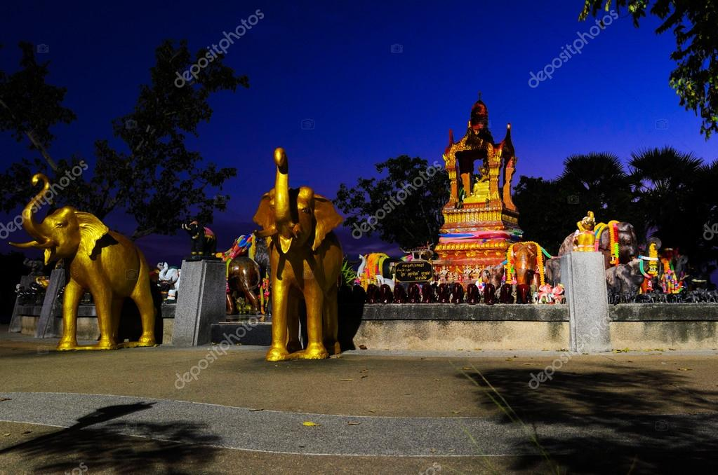 Buddhist monument at Phuket view point, Thailand — Stock Photo #20117621